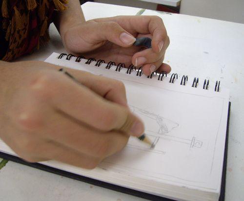 croquis rapide en atelier, palette, pochade et dessin en valeurs de gris, les ateliers à Tours du Studio Célanie