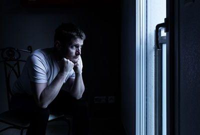 CORONAVIRUS : Un confinement de 18 mois ? C'est la recommandation d'un prestigieux épidémiologiste britannique