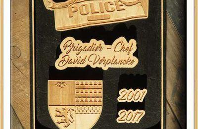 Un tableau de la part de ses collègues policiers pour fêter son départ en retraite