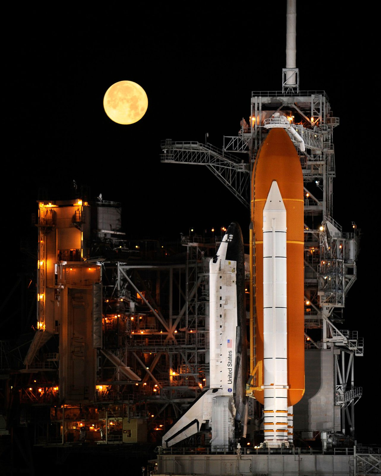Shuttle Discovery With Moon (NASA/Bill Ingalls)