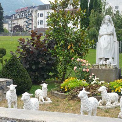 Pensons à Ste Bernadette, Lourdes - 16 juillet (la dernière apparition de Marie à ste Bernadette)