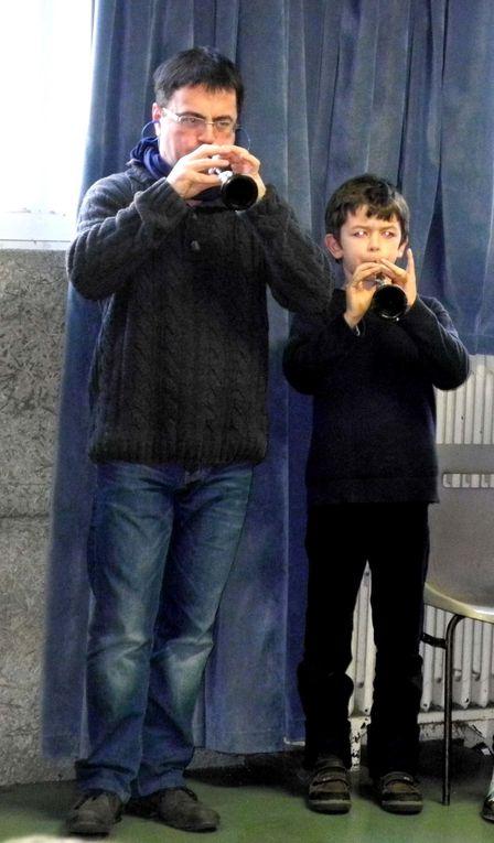 Dans le cadre de la galette des rois 2012, les jeunes (et moins jeunes) pousses du bagad penhars ont pour la première fois joué devant un public, amis et familles. Chouette moment !