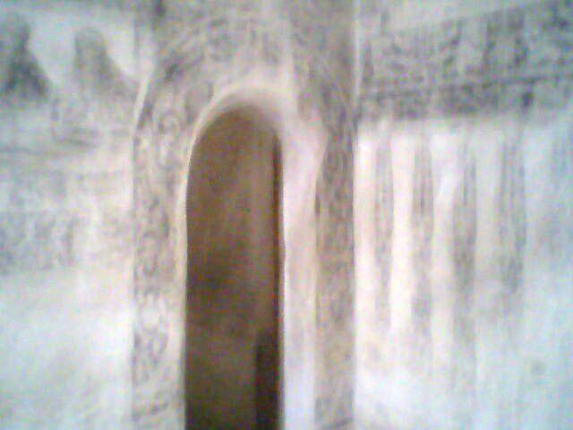 (1527)De estilo plateresco.Tiene un sorprendente claustro en cuyas esquinas se luce pintura mural original reflejando la pasión de Cristo como tema principal y escenas conmovedoras.En el exterior encontramos capillas abiertas y capillas posas de gra