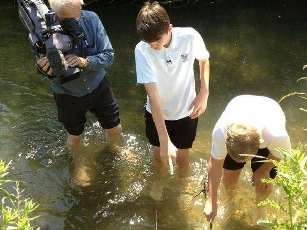 Deux adolescents trouvent les restes humains d'une femme africaine morte il y a 1000 ans dans une rivière dans le Gloucestershire