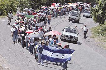 Sous un gouvernement putschiste... les travailleurs Honduriens solidaires de la lutte des enseignants préparent la grève générale