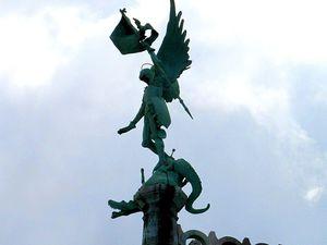 1. Ange de la Passion (au sein) du Sacé-Coeur 2. (Trouvé! ^^) L'ange Michel (à l'extérieur, bien en hauteur) de la Basilique du Sacré-Coeur