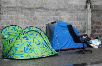 566 SDF morts dans la rue en 2018 : où sont les promesses de Sarkozy et Macron ?