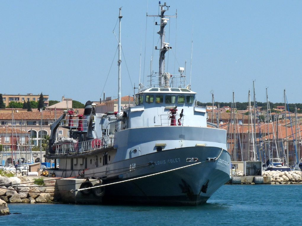 LOUIS COLET , Bateau pompes du port autonome de Marseille armé par les marins pompiers du bataillon  de Marseille à quai à Port de Bouc les 19 mars ,21 avril et 27 mai 2015