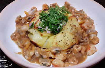 Gâteau de pommes de terre confites, coquillages et crustacés sautés au gingembre et herbes