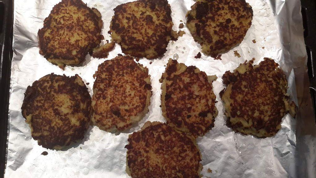 Galette de pommes de terre, oignons et lardons