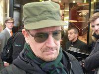 Séances d'autographes avec Bono et Adam Clayton !