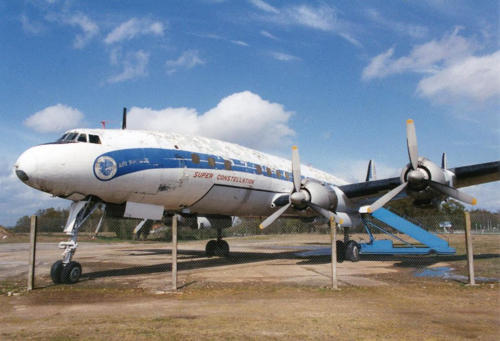 Lockheed 1049G Super Constellation F-BGNJ de Nantes en plusieurs configurations.