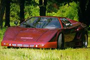 Tatra Grafit : des airs de Lamborghini Countach.
