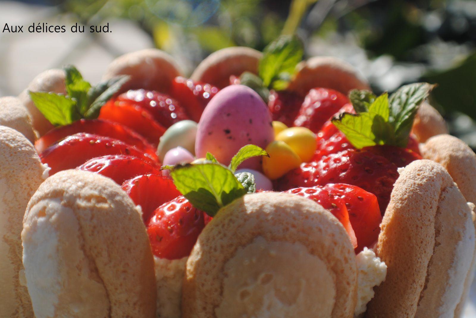Charlotte aux fraises et chocolat blanc .