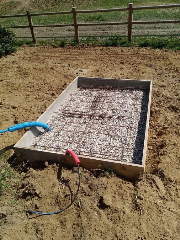 Création de la fondation d'une piscine semi enterrée et de son local technique