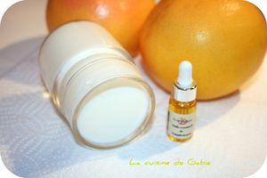 Yaourt à l'huile essentielle de pamplemousse
