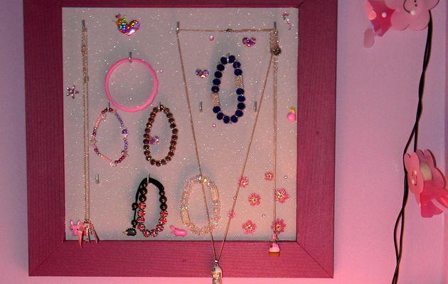 DIY: tableau à bijoux rapide et pas cher !
