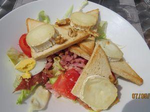 Assiette de crudités, Salade de chèvre, Assiette de charcuterie, Saumon du chef