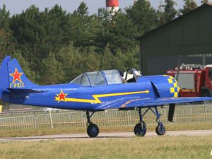 Les Yakovlev Yak 52 F-WRUI et F-WRUL.