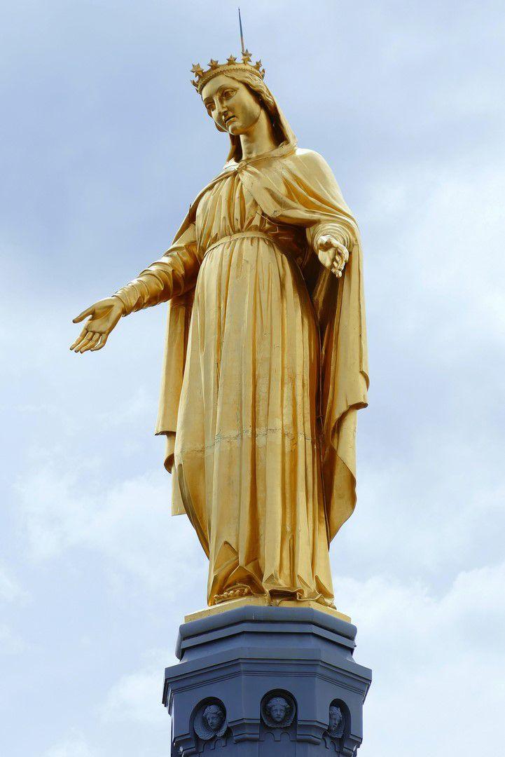 Les statues de la vierge et de saint Michel terrassant le dragon (août 2017, images personnelles)