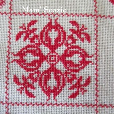 SAL : Plaid Broderie Rouge... Grille 26 / F2