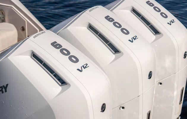 Mercury Verado 600 - 600cv, V12, boîte auto 2 vitesses, embase à pod, Mercury révolutionne les moteurs hors-bord !