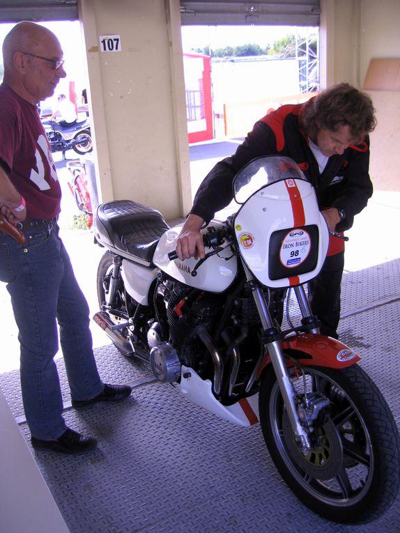 IRON BIKERS 2011 photos Paddocks Démonstrations motos anciennes et d'exception, sidecars circuit Carole juin 2011