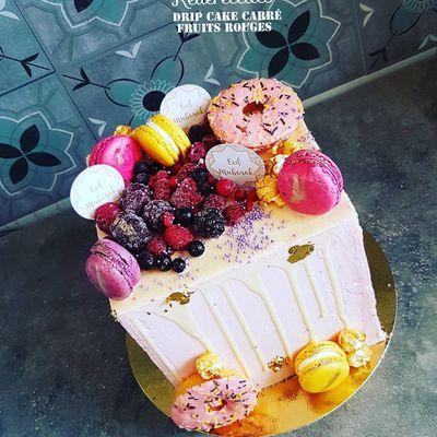 Drip cake carré Eïd Moubarak vanille fruits rouges