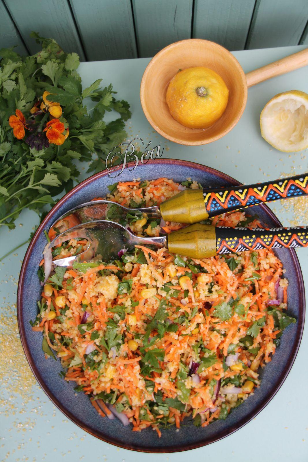 Salade de semoule de maïs aux carottes et herbes