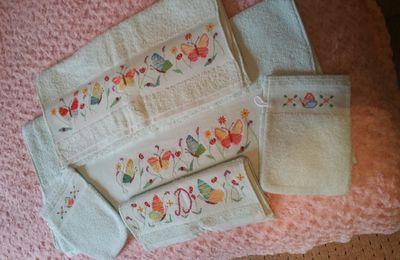 Serviettes de toilette papillons