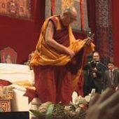 Le 19:30 - Le Dalaï-lama était samedi à Fribourg
