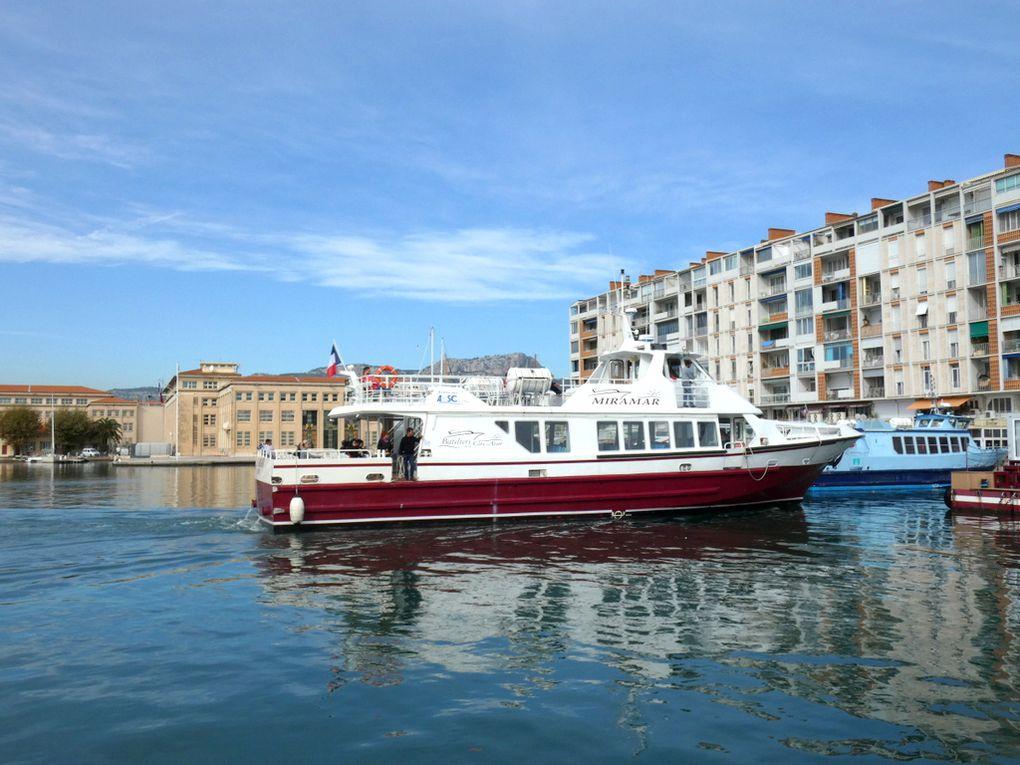 MIRAMAR , en manoeuvres dans la darse vieille du port de Toulon le 25 octobre 2019
