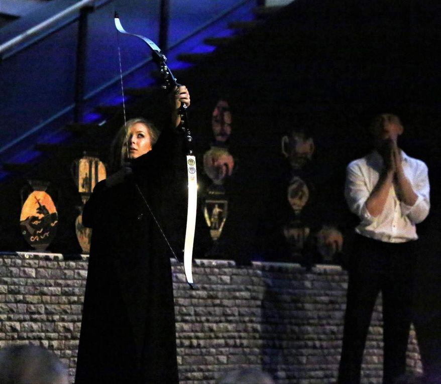 """Mittel-/Oberstufen-Theatergruppe des Gymnasiums Veitshöchheim faszinierte mit """"Eine Odyssee"""" (frei nach Homer) von Ad de Bont"""