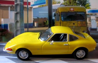 FASCICULE N°2 OPEL GT PEINTURE JAUNE 1968 IXO 1/43.