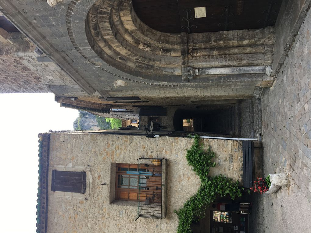 St Guilhem le Desert, l'Abbaye et le Cloitre