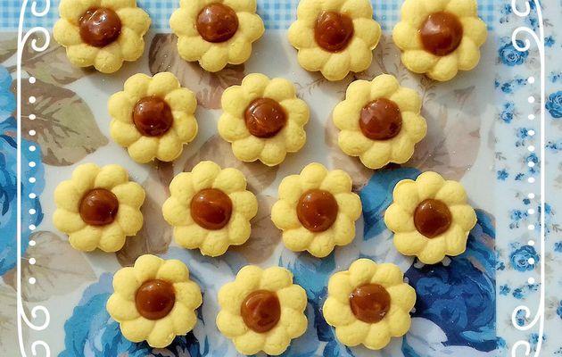 Sablés petites fleurs au caramel à la fleur de sel
