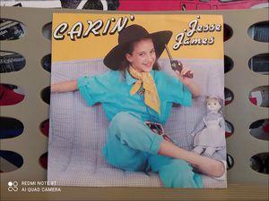 """carin', une jeune chanteuse française des années 1980 avec des titres tels """"Jesse James"""" et """"je t'aime comme ça"""""""