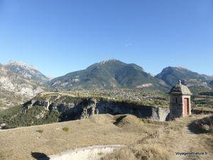 Echauguette (6) en surplomb de la vallée du Guil, face à Guillestre