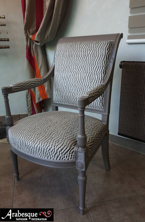 refection complete fauteuil directoire arabesque tapissier decorateur thiers velours houles