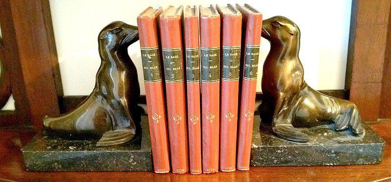 Ancienne Paire de serre-livres à décor d'otaries. Signés M Font