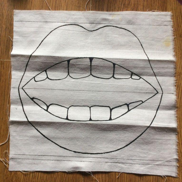 Un joli masque de protection en tissu humoristique