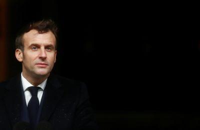 Sondage : Émmanuel Macron explose ses opposants