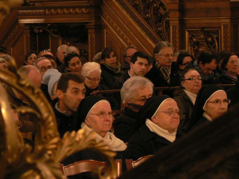 Photos de la veillée de Prière pour la Vie présidée par SER Mgr Pierre d'Ornellas en la Cathédrale Saint Pierre de Rennes.