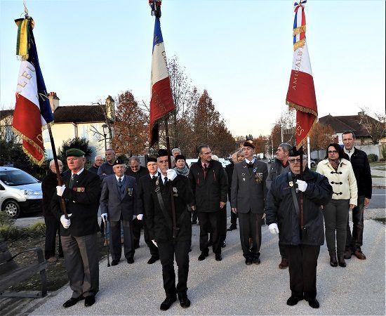 Deux porte drapeaux, A.C. Algérie, honorés : Hortst Busse (+ 40 ans) Claude Pallicer (+20 ans)
