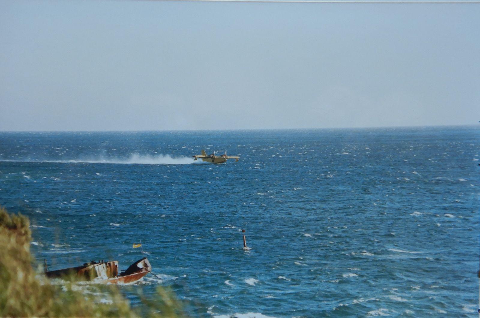 Incendie à la base - Canadairs - Navettes prêtes à l'évacuation de la zone civile