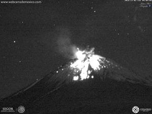 Popocatépetl - explosion du 02.12.2018 à 5h09-5h10 - webcamsdeMexico - un clic pour agrandir