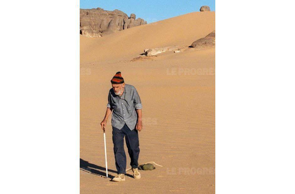 Théodore MONOD : Naître, vivre, mourir : sans peur. Poème écrit au cours d'un voyage dans un des déserts de la Terre. Un sage, contemporain, homme de science et poète.