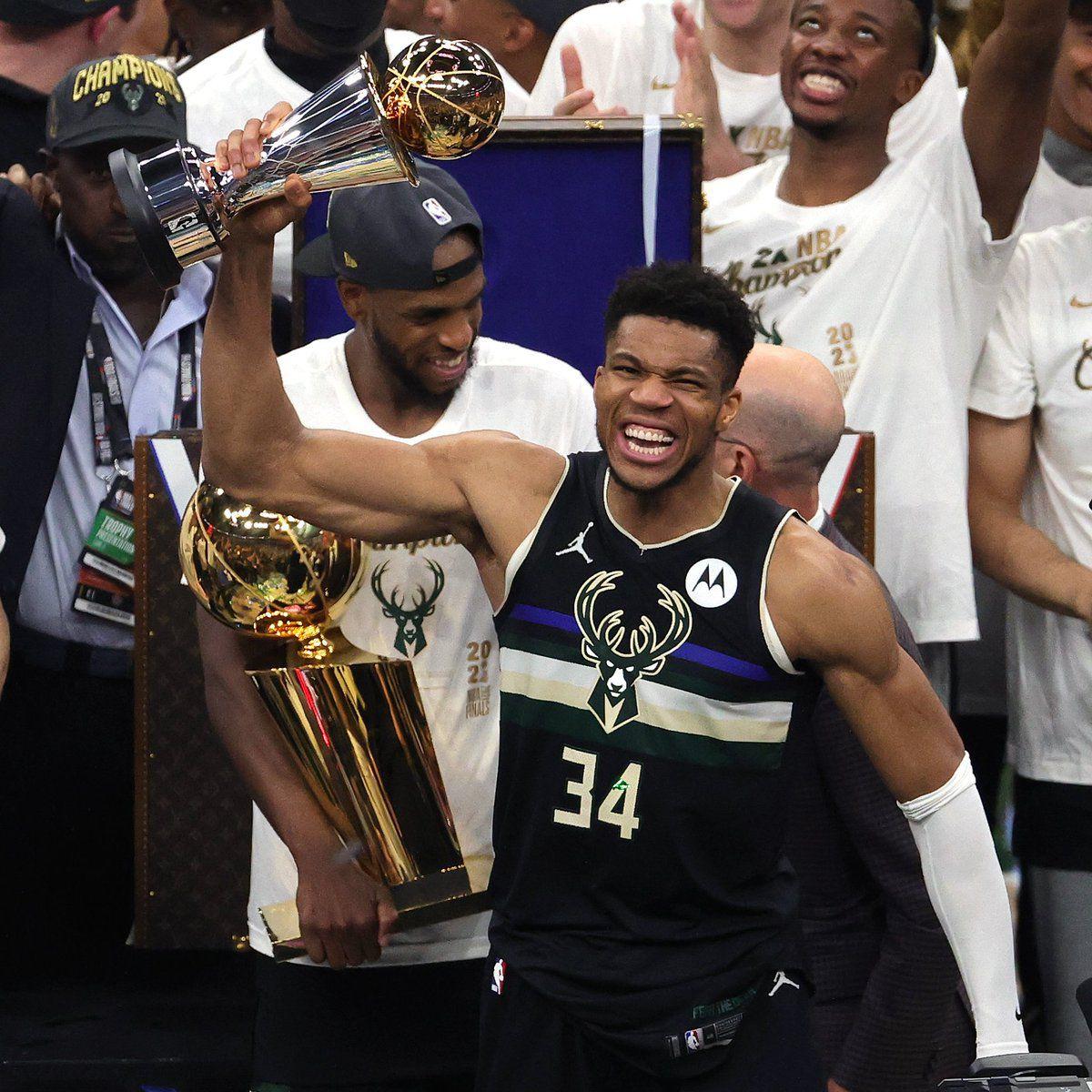 Giannis Antetokounmpo offre le titre de Champion NBA à Milwaukee 50 ans après !