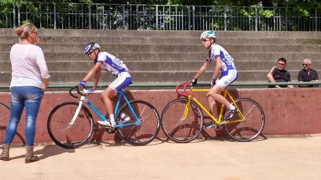 Lola et Ilona aux Championnats Rhône Alpes sur piste 2015