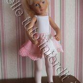 tuto gratuit poupée : jupe printanière , à bord tulipe - Chez Laramicelle